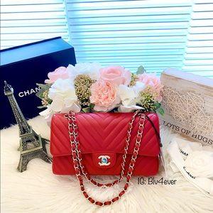 Chanel 20B Red Chevron Classic M/L LGHW